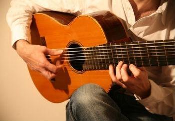 С какого возраста можно обучаться игре на гитаре